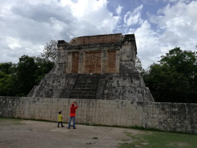 球戯場の神殿
