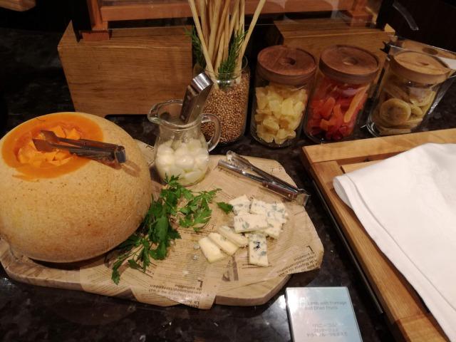 複数種のチーズとドライフルーツ